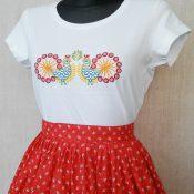 Dámske tričko s krátkym rukávom s ľudovým vzorom ,, kohútikmi ,, | PARTA