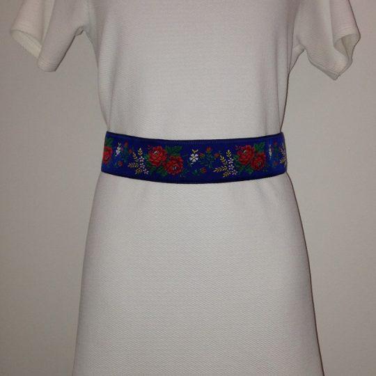 Modrý opasok zo stuhy s ľudovým motívom vhodný ako doplnok k sukni alebo bežnému oblečeniu | PARTA