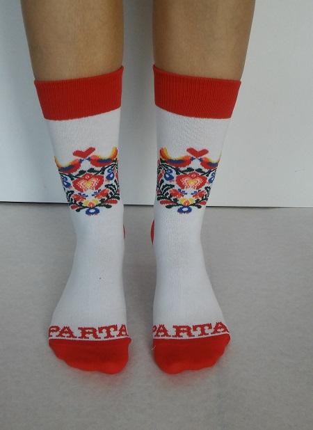 Červené ponožky s ľudovým vzorom | PARTA