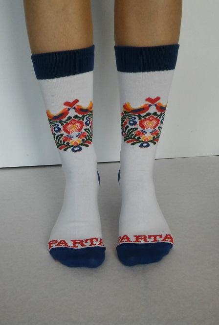 Biele ponožky s krásnym ľudovým vzorom | PARTA