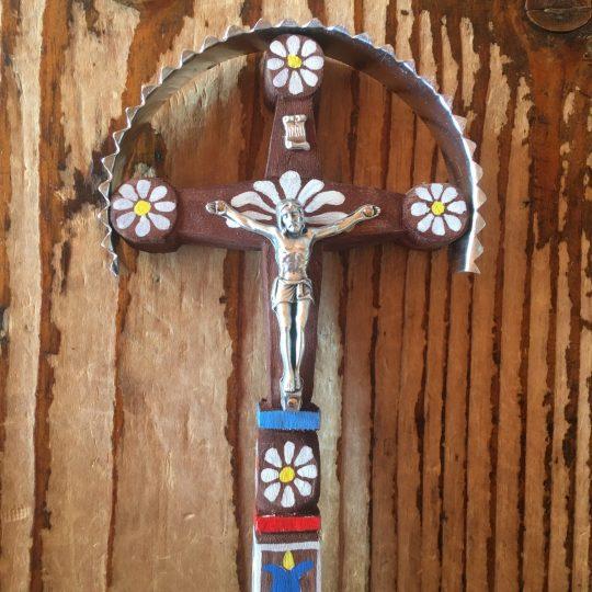 Malý vyrezávaný kríž typický pre Podpoľanie | PARTA
